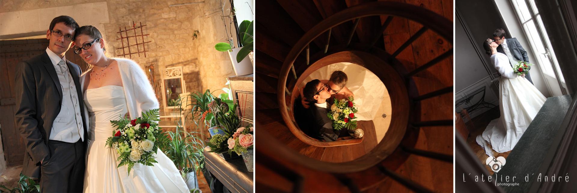couple de mariés dans les fleurs avec escalier et miroir